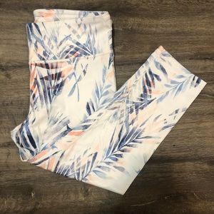 GAPFit high rise capri fan leaf print legging